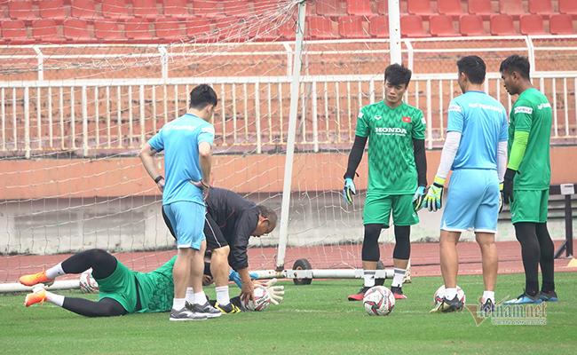 U23 Việt Nam trước ngày lên đường: Thầy Park phát cáu với thủ môn