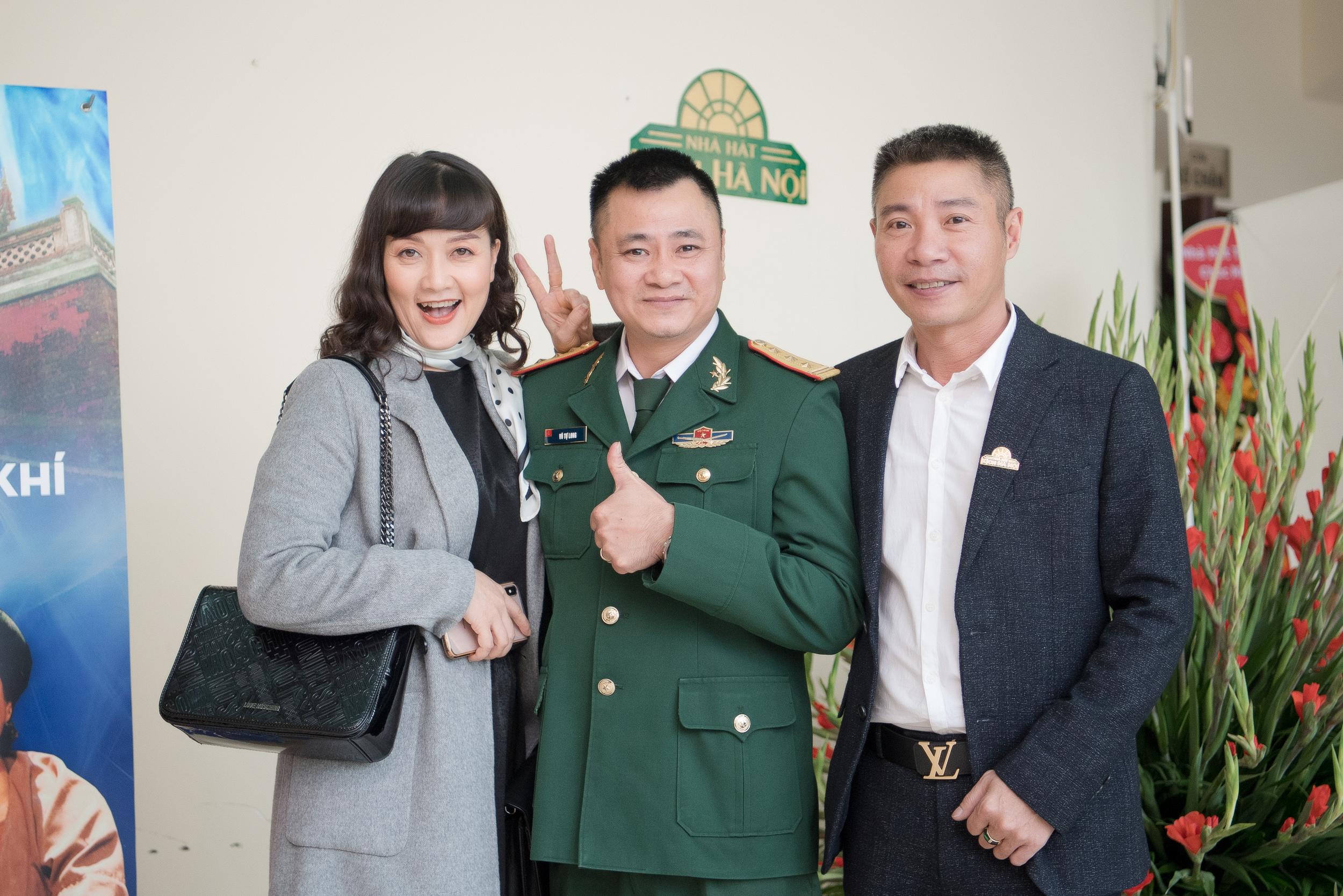 Dàn 'Táo quân' tới chúc mừng NSND Trung Hiếu