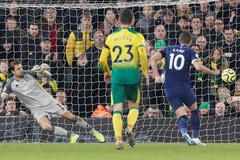Harry Kane giải cứu Tottenham, Mourinho thở phào