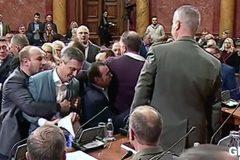 Tranh cãi bất phân thất bại, các nghị sĩ lao vào ẩu đả giữa quốc hội