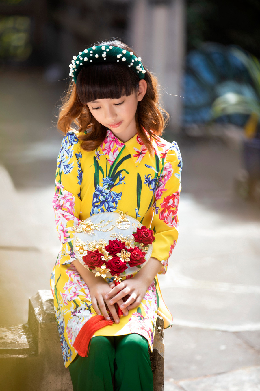 Hoa hậu Ngọc Diễm diện áo dài xuân cùng con gái
