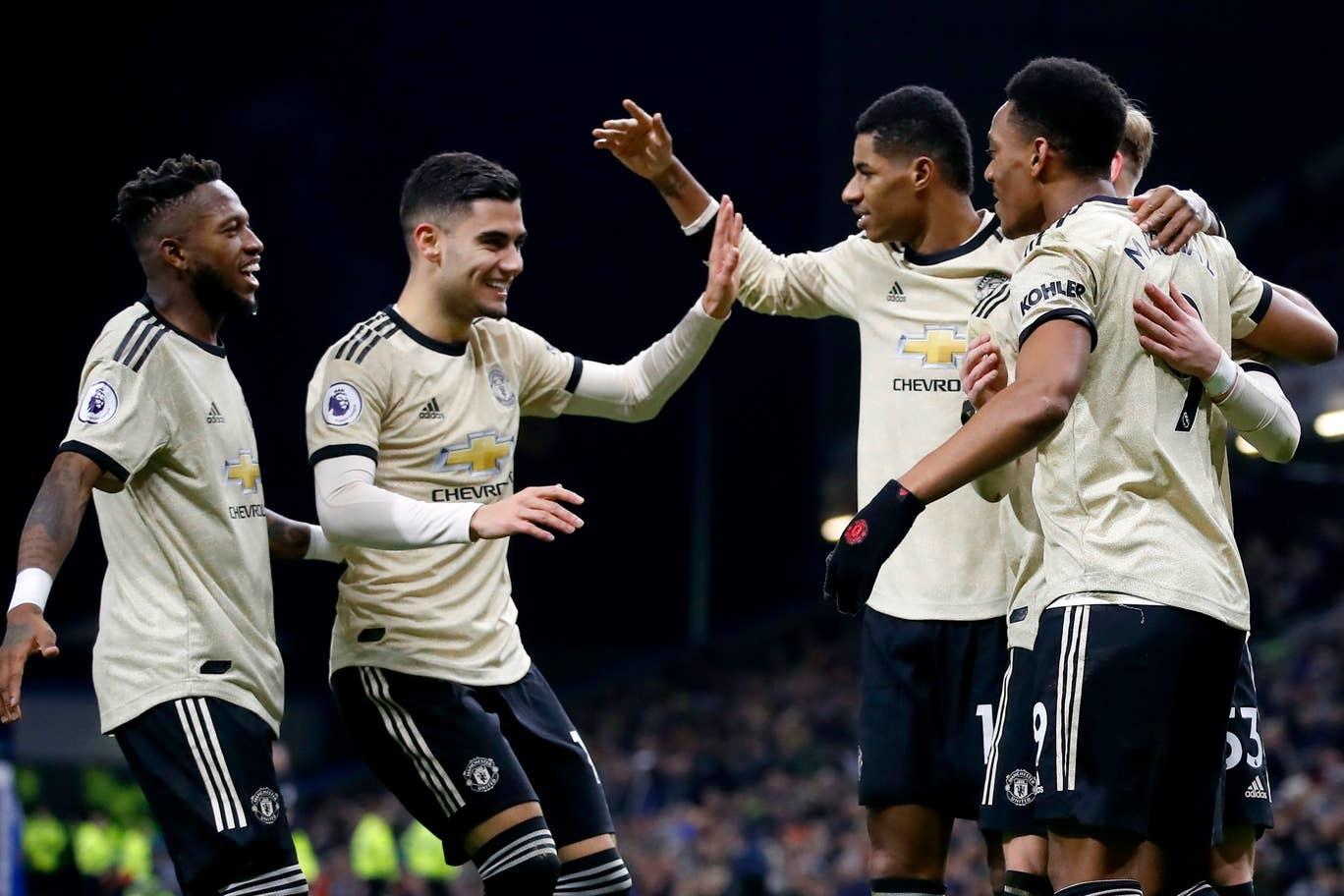 MU nhảy sát top 4 Premier League, hàng công lên mây xanh