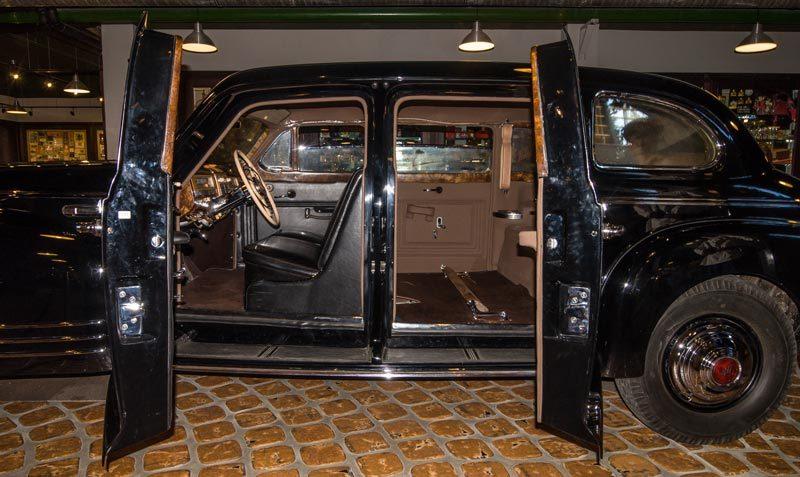 'Chân dung' siêu xe bọc thép mới bị trộm thó của Stalin