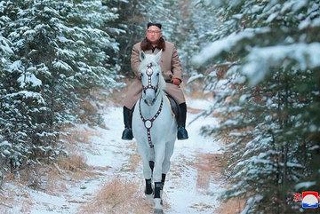 Giải mã chiến lược của Kim Jong Un qua loạt ảnh cuối 2019