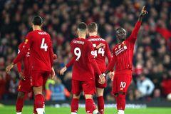 Được VAR giúp sức, Liverpool thắng nhọc Wolves