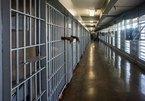 Hacker đột nhập camera nhà tù phát video trực tiếp cảnh tù nhân