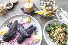 Gần 500 nghìn cho món ăn cực dị, đen xì như than, bạn có dám thử?