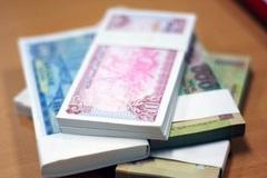 'Váng đầu' vì bị nhờ đổi tiền, nhân viên ngân hàng báo ốm, chuyển công tác