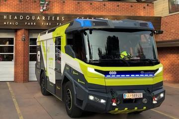 """""""Siêu"""" xe cứu hỏa chạy bằng điện giá 1,1 triệu USD đầu tiên trên thế giới"""