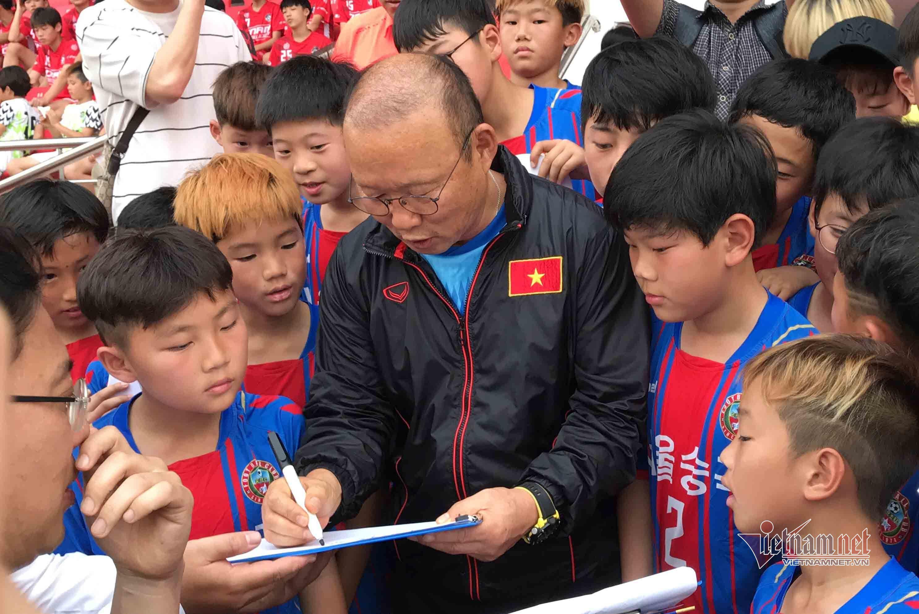 Thầy Park có cuộc gặp đặc biệt, Thành Chung hứa chắc nịch