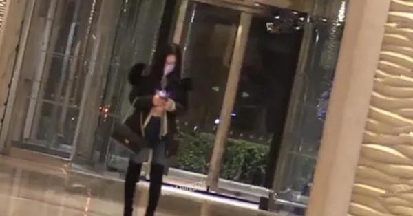Thư Sướng bị bắt gặp đi ăn và vào khách sạn với đại gia trung niên