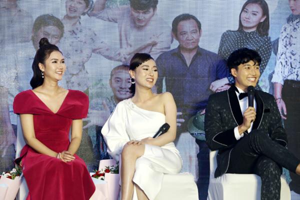 Phản ứng của diễn viên Hương Giang khi bạn trai Đình Tú hôn Phương Oanh