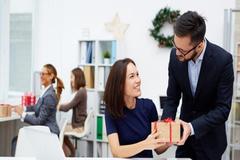 Tuyệt chiêu tặng quà cuối năm cho nhân viên