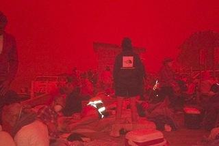 Lửa vây hãm, hàng nghìn người Australia kẹt ở bờ biển