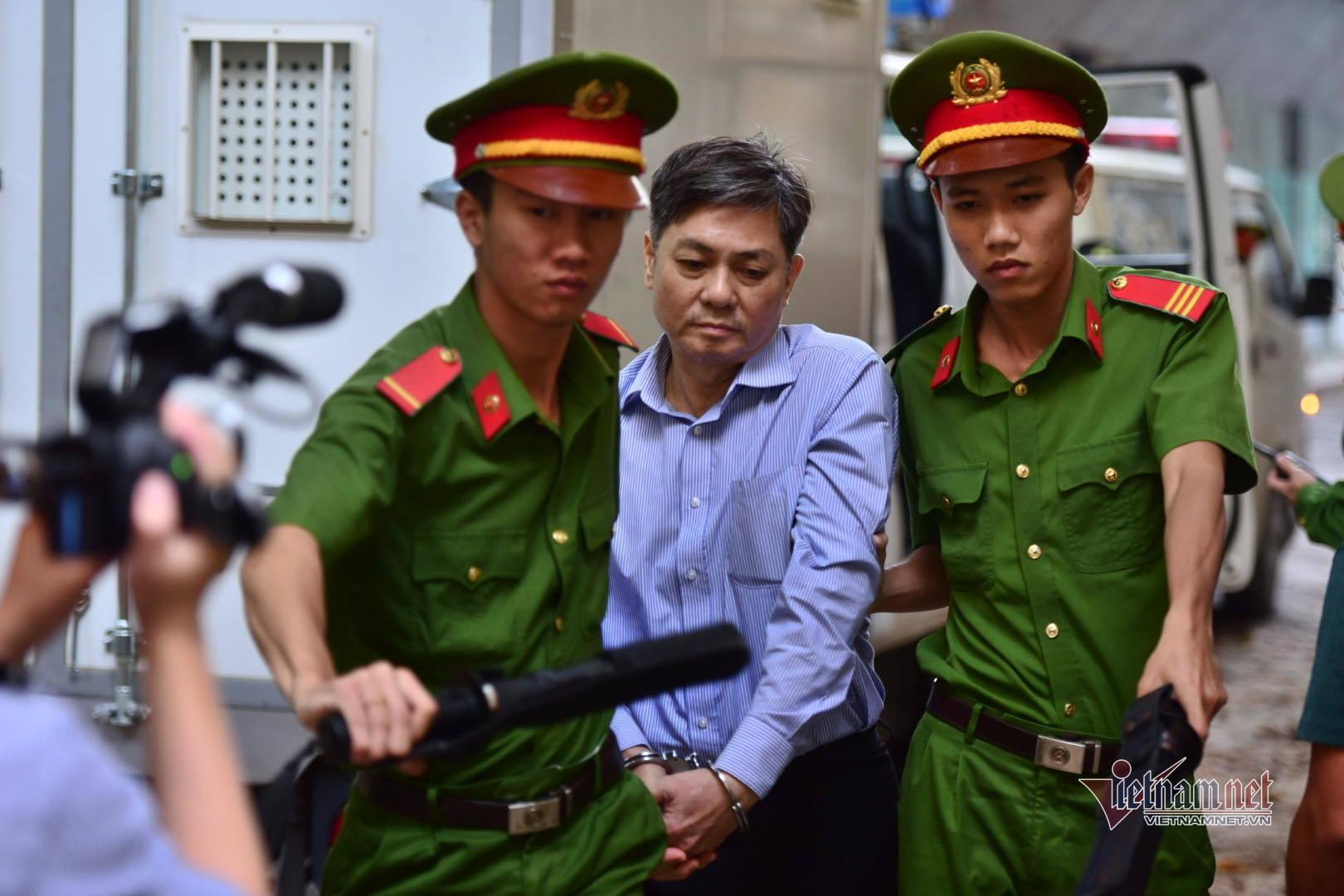 Cựu phó chủ tịch TPHCM Nguyễn Hữu Tín lãnh 7 năm tù