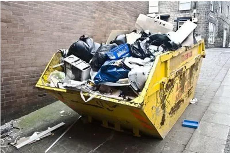 Công nhân tái chế rác trả lại gần nửa tỉ đồng cho chủ nhân vứt nhầm
