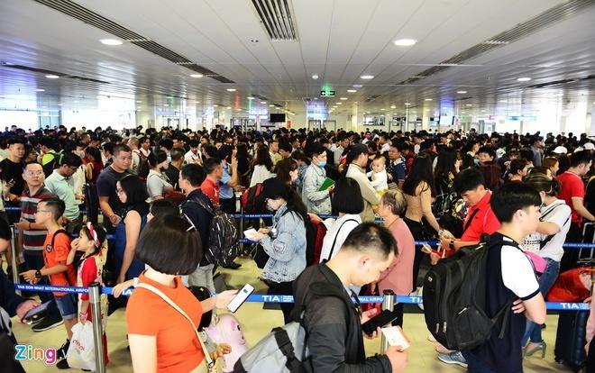 Qua đêm ở sân bay Thái để tiết kiệm 1 triệu tiền vé Tết