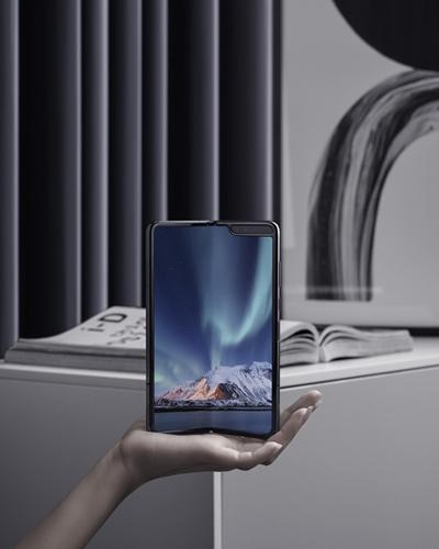 'Mê lực' của điện thoại màn hình gập với giới thượng lưu