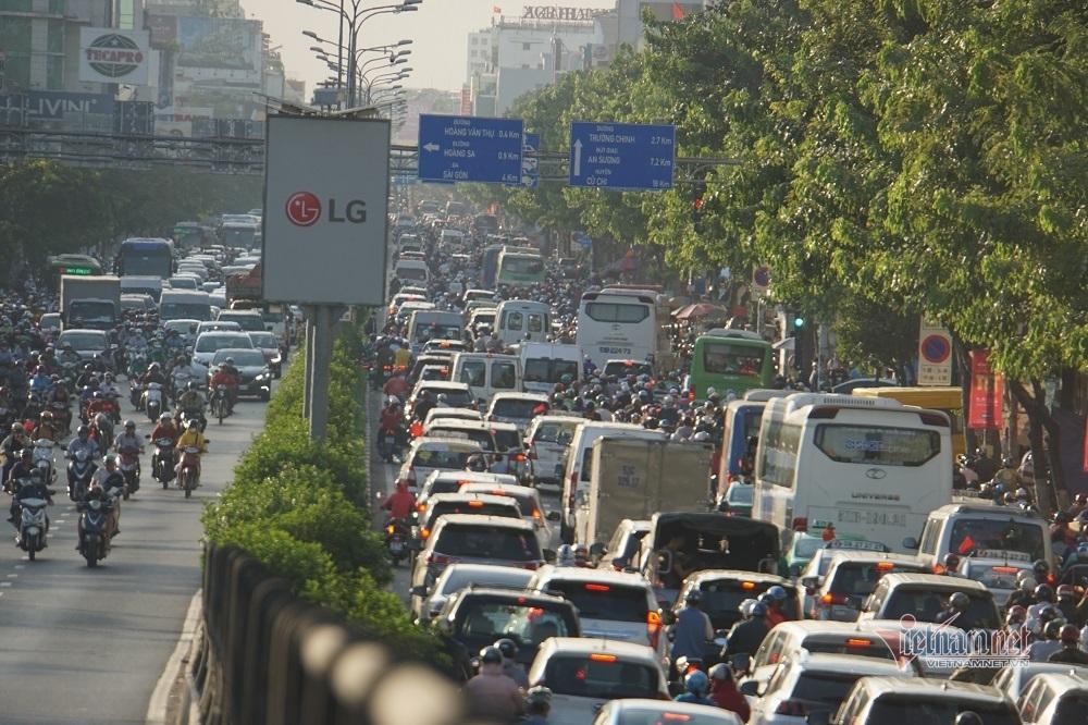 Sáu dự án 'giải cứu' ùn tắc cửa ngõ Tân Sơn Nhất đang bức bí mặt bằng
