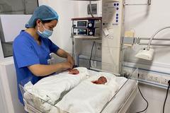 Bác sĩ kể hành trình cứu 2 thai nhi suýt phải bỏ cùng lúc