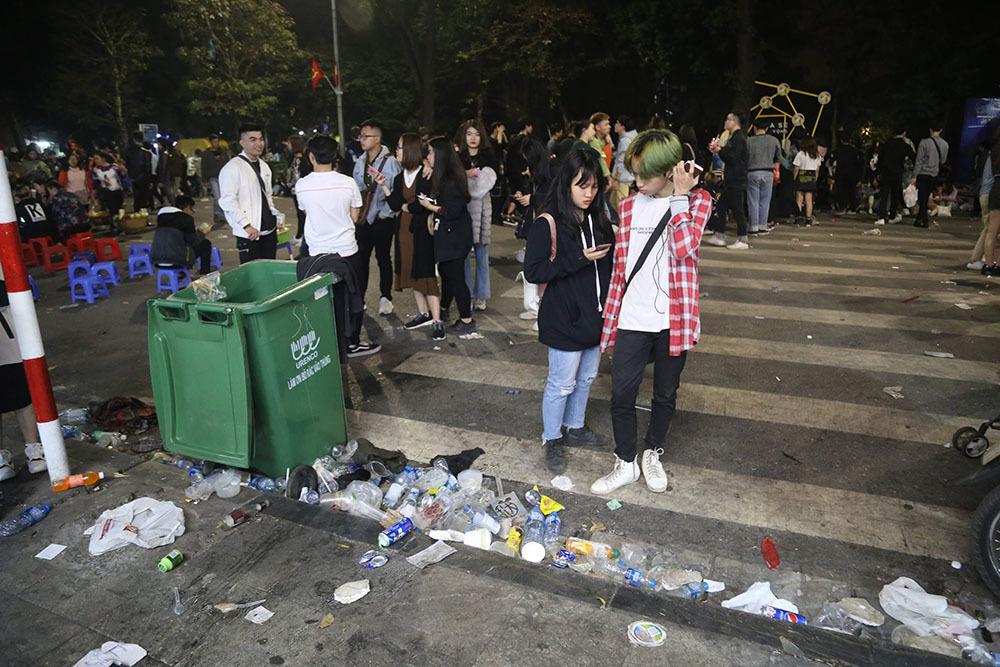 Hình ảnh khó thương trên phố đi bộ Sài Gòn, Hà Nội ngày đầu năm mới 2020