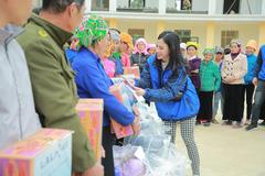70 phần quà thiết yếu tặng dân nghèo Yên Bái