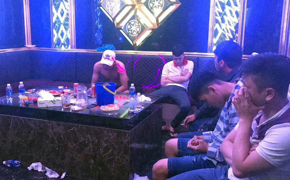 Hàng chục dân chơi mở 'tiệc ma túy' trong quán karaoke mừng năm mới