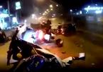 Tài xế xe bán tải ngủ gật, đâm loạt xe máy đang dừng đỗ