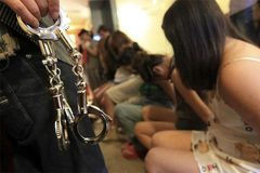 """Cuộc đào thoát khỏi """"tổ quỷ"""" của cô gái bị bắt cóc làm nô lệ tình dục"""
