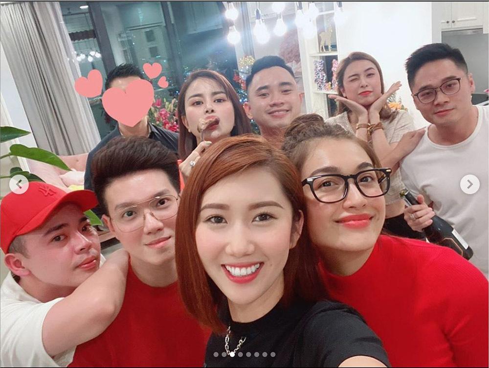 Hồ Ngọc Hà và Subeo bất ngờ gặp HLV Park Hang Seo trong chuyến đi đầu năm