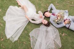 Loạt ảnh cưới đẹp như mơ của cầu thủ Phan Văn Đức