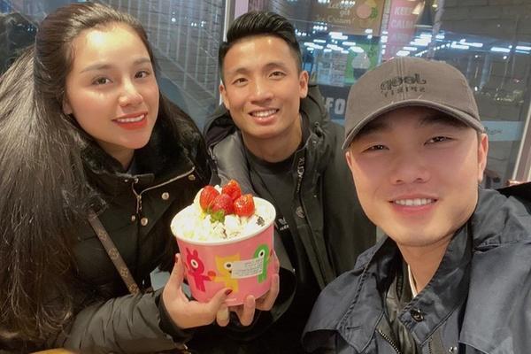 Vợ chồng trung vệ Bùi Tiến Dũng thăm Xuân Trường ở Hàn Quốc