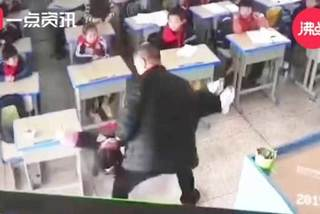 Thầy giáo dốc ngược đầu nữ sinh xuống đất vì quên làm bài