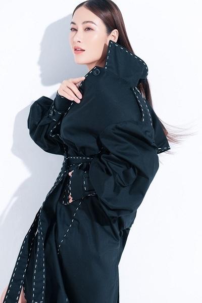 Hoa hậu áo dài Tuyết Nga đẹp trong veo trong bộ ảnh đón tuổi mới