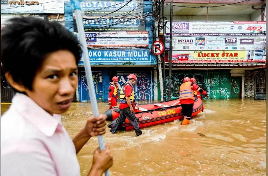 Hàng chục người chết vì lụt, lở đất ở thủ đô Indonesia