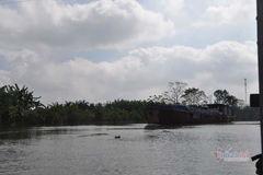 Xóa sổ ổ bạc quy mô lớn trên sông Luộc thu giữ 1 tàu vỏ sắt, 5 xế hộp