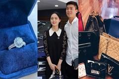 Khối tài sản khổng lồ của cầu thủ Đỗ Duy Mạnh và bạn gái Quỳnh Anh khi về chung nhà