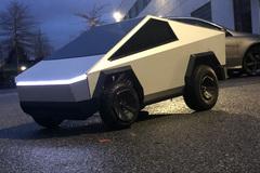 Phát cuồng với mini Tesla Cybertruck kéo được cả SUV nặng hơn 2 tấn