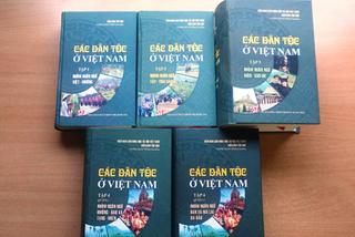 Bộ sách đồ sộ về các dân tộc Việt Nam do hơn 100 tác giả tham gia viết