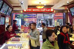 Giá vàng tăng gần 6 triệu: Người Việt vẫn thờ ơ hơn thế giới