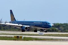 Nữ tiếp viên Vietnam Airlines bị tạm giữ, nghi buôn hàng lậu từ Nhật về