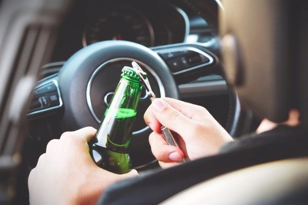 Chính khách Mỹ bị bắt vì lái xe sau khi uống rượu