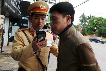 Dân Hà Nội 'đỏ mắt' tìm dịch vụ thuê người lái xe về sau cuộc nhậu say