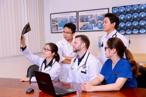 Ở nơi bác sĩ được khuyến khích… du học