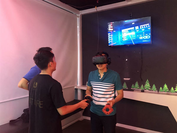 VR gaming,5G connection,hi-tech