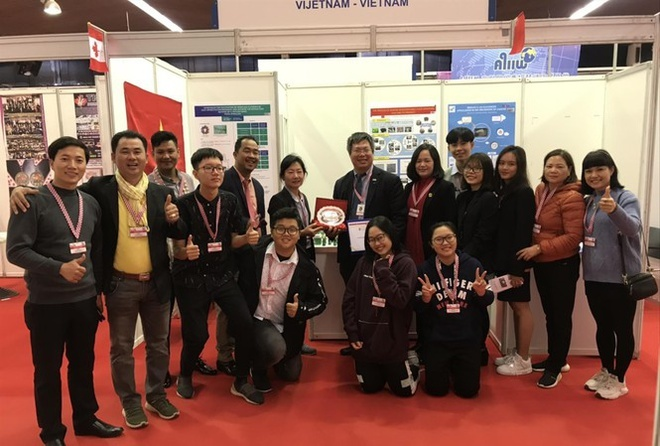 International competitions put pressure on VN students