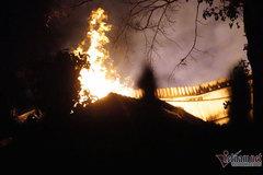Biển lửa bao trùm công ty sản xuất nệm ven Sài Gòn