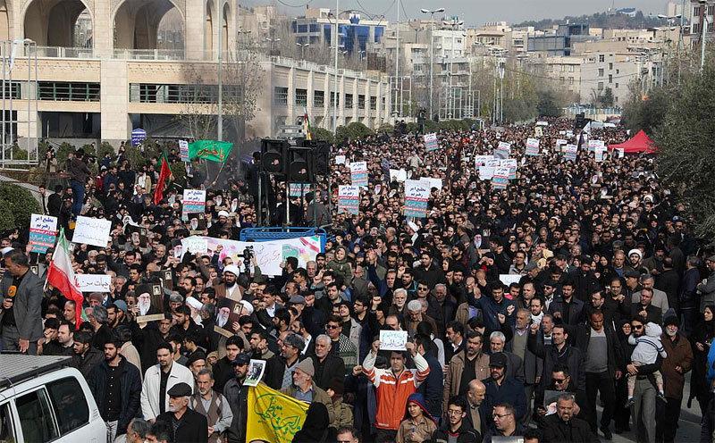 'Biển người' Iran xuống đường tiếc thương tướng Soleimani bị Mỹ giết
