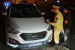 Cảnh sát 141 ở Hà Nội 'bay' lên vỉa hè né tài xế say xỉn lao ô tô vun vút
