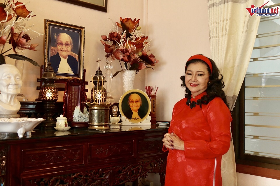 Nhà hơn 50 năm tuổi trưng bày hàng trăm tượng Phật của NSND Kim Cương